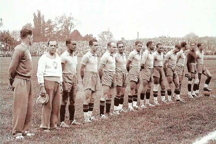 05.06.1938. Brazil - Poland. Brazil national team (left to right): Pimenta (CT), Leonidas, Afonsinho, Romeu, Zeze, Martim, Lopes, Hercules, Peracio, Domingos, Batatais, Machado