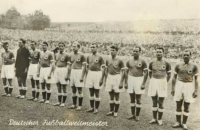 30.06.1954 ФРГ - Австрия 6:1. West Germany national team: Fritz walter, Toni Turek, Horst Eckel, Helmut Rahn, Ottmar Walter, Werner Liebrich, Jupp Posipall, Hans Schäfer, Werner Kohlmeyer, Karl Maix, en Max Morlock