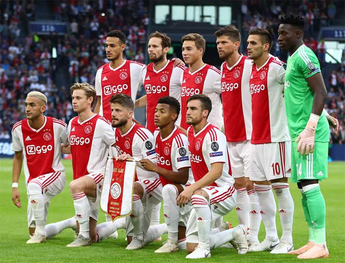 Ajax players line up ahead of the Group E match of the UEFA Champions League between Ajax and AEK Athens at Johan Cruyff Arena on September 19, 2018 in Amsterdam, Netherlands